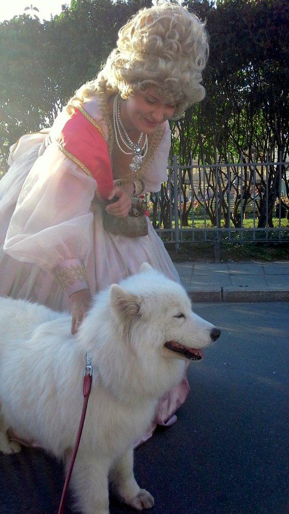 Собака в Петербурге с Императрицей