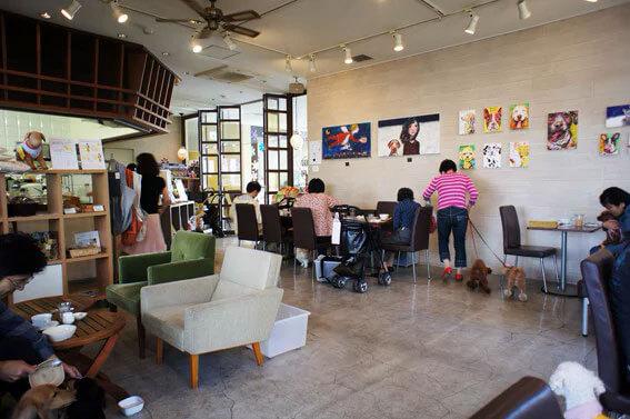 Deco's Dog Cafe на 2-62-1 Denenchofu, Ота 145-0071 (Кафе)