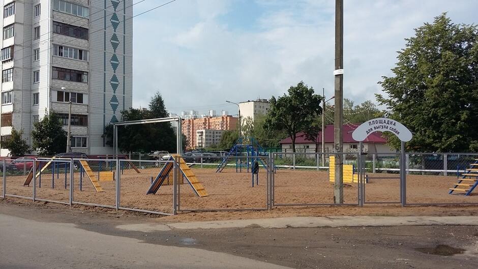 на Андреевке на ул. Андреевка,  владение 13 строение 2,  Зеленоград (Площадки для собак)