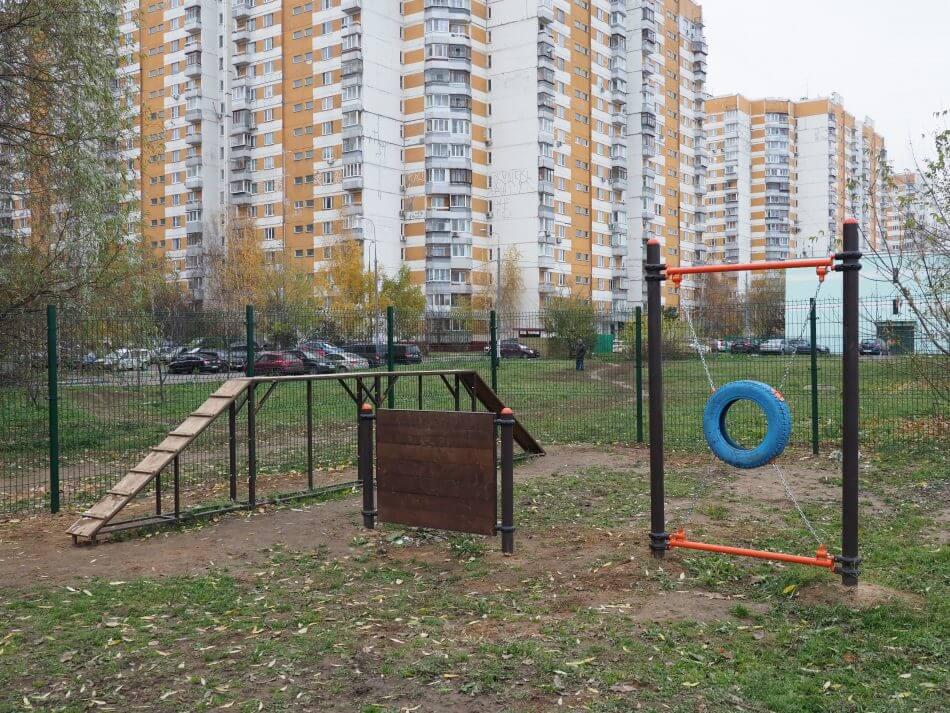 Митино на ул. Генерала Белобородова,  12 (Площадки для собак)
