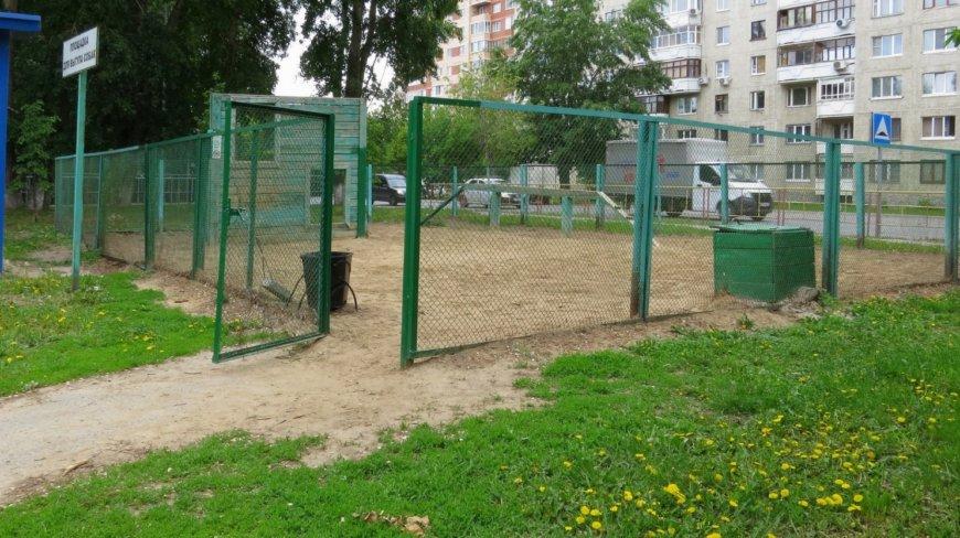 Площадка для собак в Тюмени на Харьковская ул., 31 (Площадки для собак)
