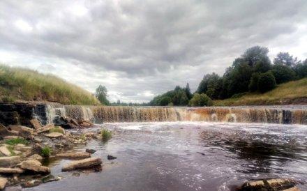 Тосненский водопад на ул. Аксакова,  2 (Достопримечательности)