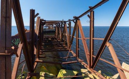 Бухта Батарейная. Бывшая база заправки подводных лодок на Unnamed Road, Ленинградская обл. (Парки)