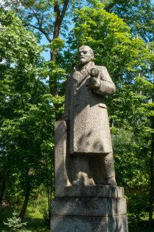 Памятник Ленину в поселке Дружная горка