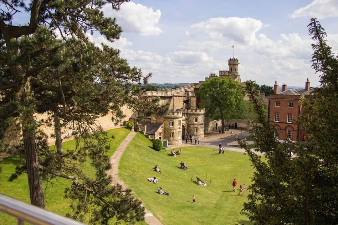 Lincoln Castle на The Castle,  Castle Hill (Музеи, экскурсии, зоопарки)