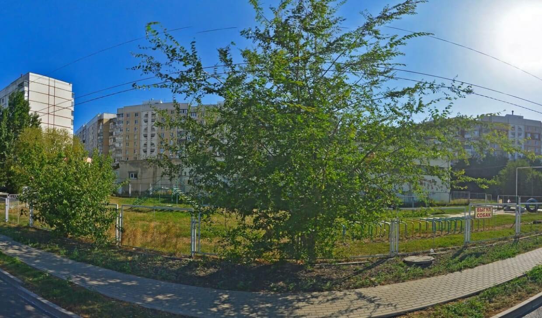 На Железнодорожной на ул. Железнодорожная,  125А (Площадки для собак)